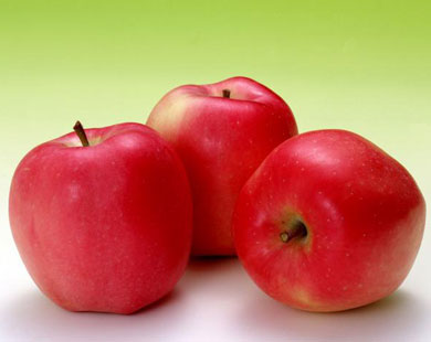 Treat your skin with apple masks