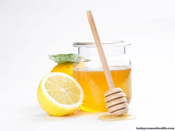 شفاة وردية باستعمال العسل والليمون