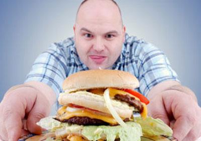 تناول الطعام أثناء الشبع من أهم أسباب البدانة
