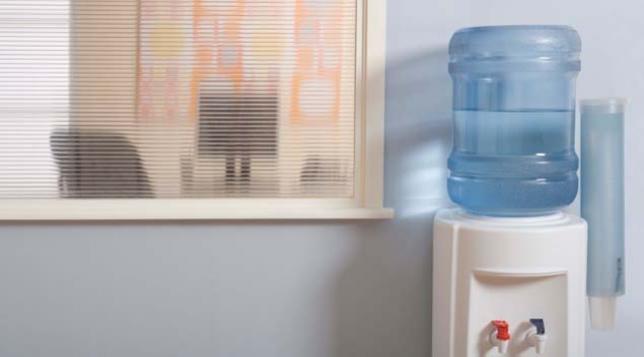 """طريقة تنظيف براد الماء """" كولر """" 86519116.jpg"""