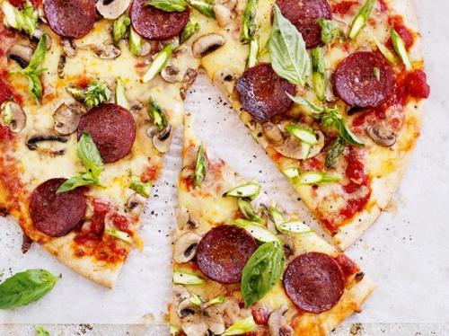 بيتزا المشروم والسلامي