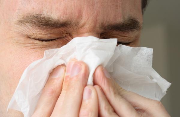هل أنت مصاب بإنفلونزا أم نزلة برد؟ .. إليك الفرق  R7OseH