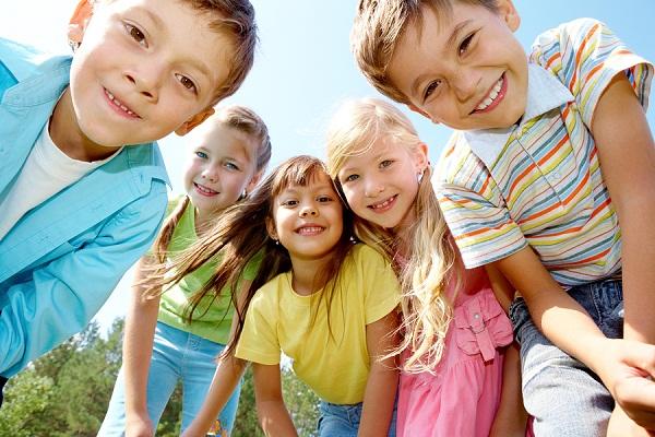 نصائح فعّالة لتنشئة أطفال سعداء