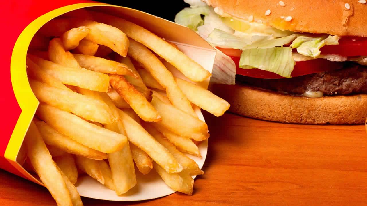مخاطر الوجبات السريعة و الطرق الصحيحة للتغذية