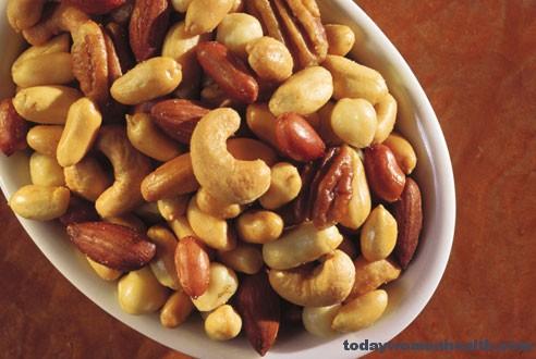 تناول المكسرات تساعد فى السيطرة على الكوليستيرول لمرضى السكر