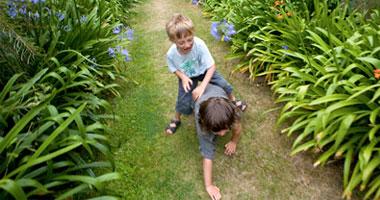 اللعب مع الطفل يحسن المزاج ويحميه من الأزمات النفسية