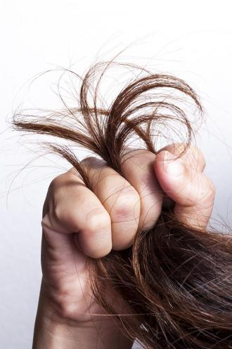 طرق بسيطة لعلاج تقصف الشعر