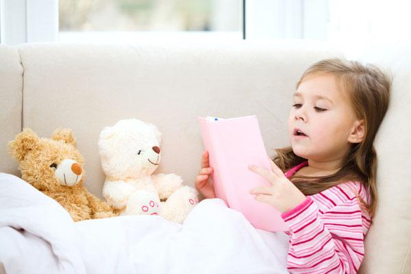 8 خطوات لتشجيع طفلك على القراءةض