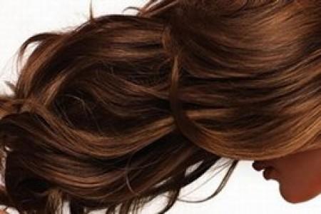 4 خطوات للحصول على شعر قوي ولامع وصحي
