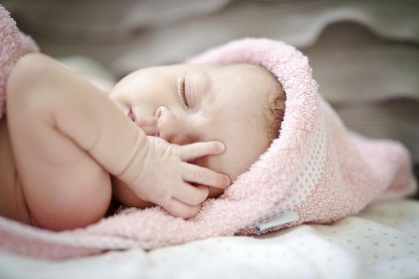طرق لعلاج الإمساك عند الأطفال