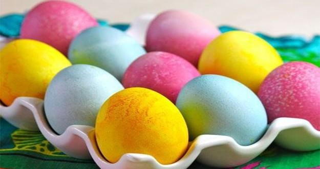 كيفية تلوين البيض بألوان طبيعية لشم النسيم
