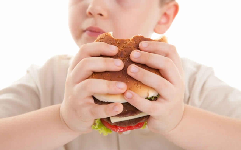 نصائح لوقاية الأطفال من الإصابة بالسمنة