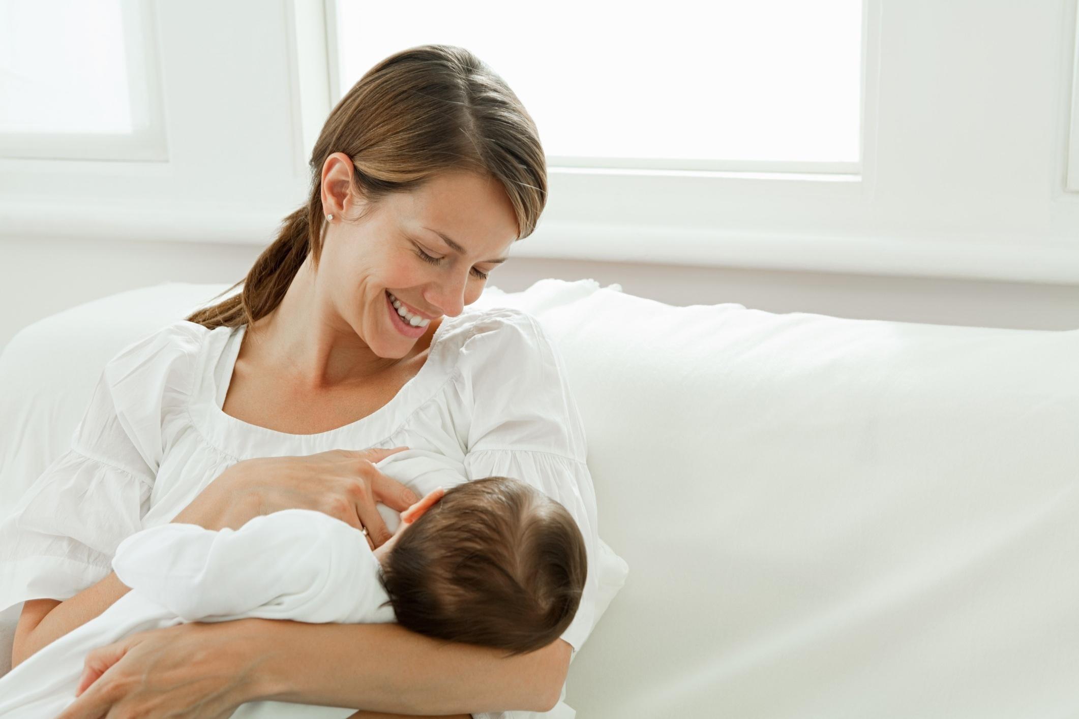 تعرفي على فوائد الرضاعة الطبيعية