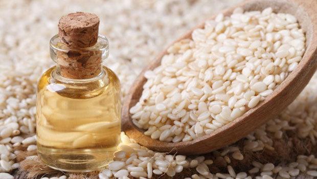 ماهي فوائد زيت السمسم الصحية والجمالية؟